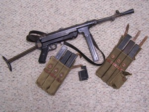 WWII GERMAN MP40 CODE 27-40 9mm SUB-MACHINEGUN W/ACCES. & VET'S PROVENANCE