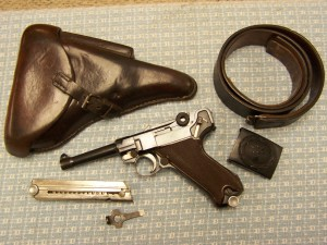 KRIEGHOFF 1937 LUGER P08 E/2 RIG WITH 2 MAGS, HOLSTER, TOOL & LUFT. BELT