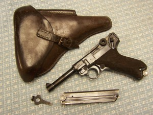 LUGER P08 S/42 1939 W/MATCHING MAG RIG